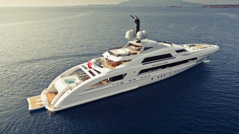 Най-скъпата яхта в света е собственост на Алуко. На нея са се возили и Бионсе и Джей Зи.