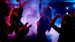 Датчани намират начини да се забавляват в условията на пандемия, а властите са безсилни