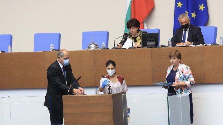 Депутатите гласуваха оставката на председателката на ЦИК