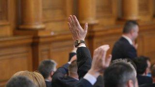 БСП върна Драгомир Стойнев в парламента за гласуването въпреки бойкота