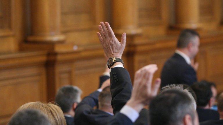 """Само ДПС и БСП са декларирали, че ще гласуват """"за""""."""