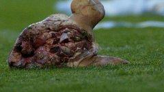 Две години след инцидента по време на Ел класико, свинска глава полита към терена на дербито между Бохемианс и Шамрок Роувърс
