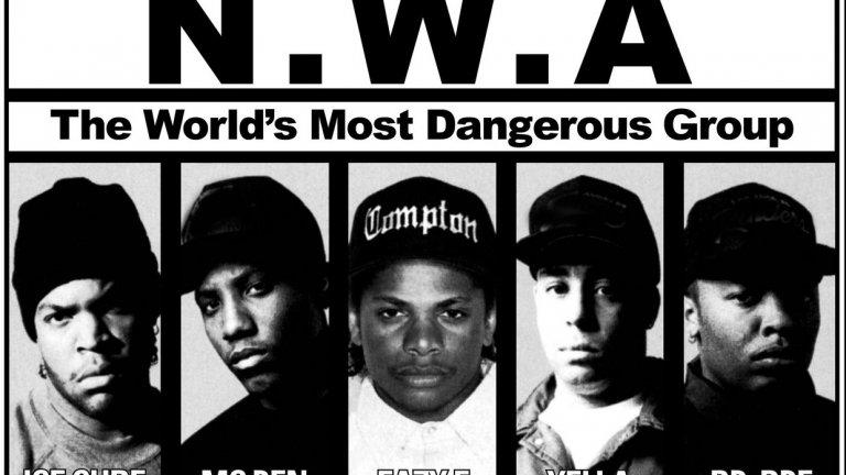 """N.W.A.  Първите истински гангстери в хип-хопа - Dr. Dre, Eazy-E, Ice Cube, DJ Yella и MC Ren. С хитовете си """"Straight Outta Compton"""", """"Boyz-N-The-Hood"""" и """"Gangsta Gangsta"""" си спечелват повече от противоречива репутация, проблеми със закона и милиони фенове. Същевременно с това маркират началото на нов етап в рапа, който ще окаже влияние на следващите поколения изпълнители."""