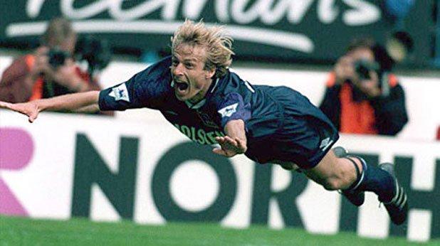 9. Юрген Клинсман (Тотнъм, 1994/95) Германецът пристигна в Северен Лондон през лятото на 1994-та от Монако. Ознаменува дебюта си с гол и се разписа общо 7 пъти в първите си 6 мача. Завърши кампанията с 21 във Висшата лига и общо 30 във всички състезания. Въпреки че той спечели приза за Играч на годината, Тотнъм остана едва на седмо място и той бе продаден на Байерн.