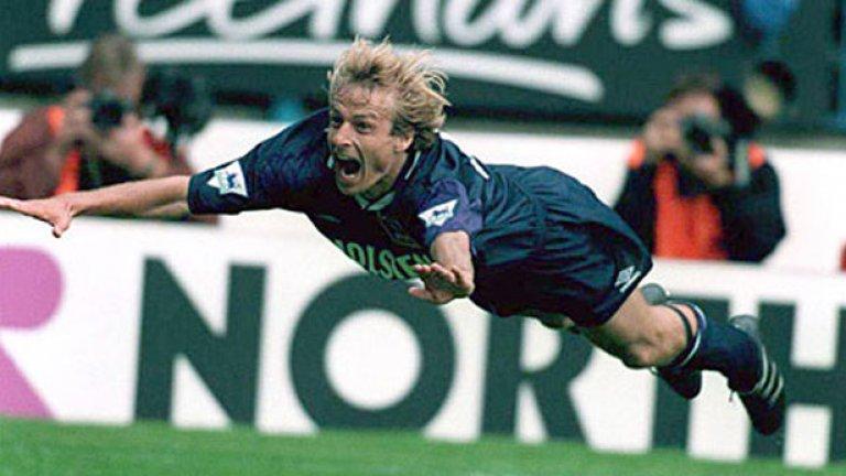 Юрген Клинсман От Сампдория в Тотнъм Само в рамките на един сезон – 1994-1995 Клинсман се превърна в легенда на Тотнъм, така че завръщането му в Лондон през 1997 беше посрещнато радостно от феновете. Клинси вкара 9 гола в 15 мача и помогна на Тотнъм да се спаси от изпадане, което го нареди сред вечните любимци на феновете.