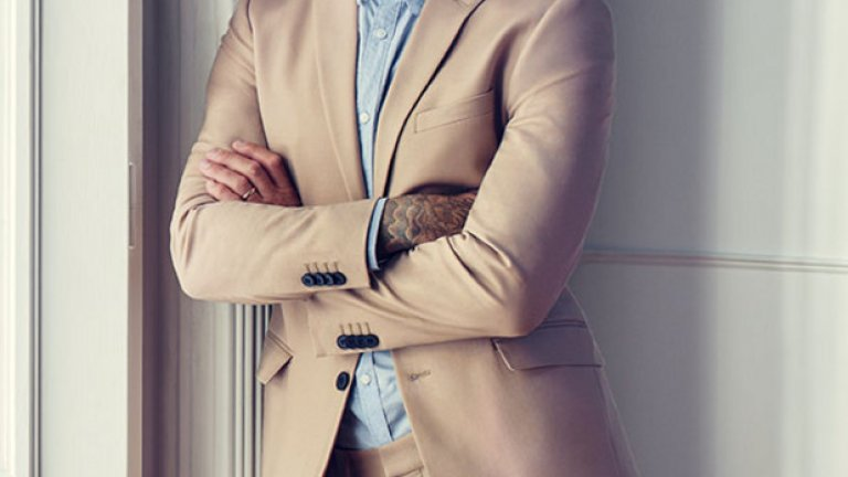 От просто лице в реклама за бельо, тази година Дейвид Бекъм вече има и собствена колекция за H&M – Modern Essentials selected by David Beckham – пролет 2016. Интересното е, че той не само рекламира дрехите, но и участва концептуално в селекцията.