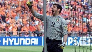 Толдо се превърна в герой за Италия на Евро 2000.