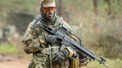 Сигурността на Европа се колебае между две стратегии - тази на Франция и тази на Германия
