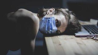 Кашлица, болки в тялото и нечовешка умора, които могат да продължат с месеци - за някои хора коронавирусът е истинско и дълготрайно мъчение