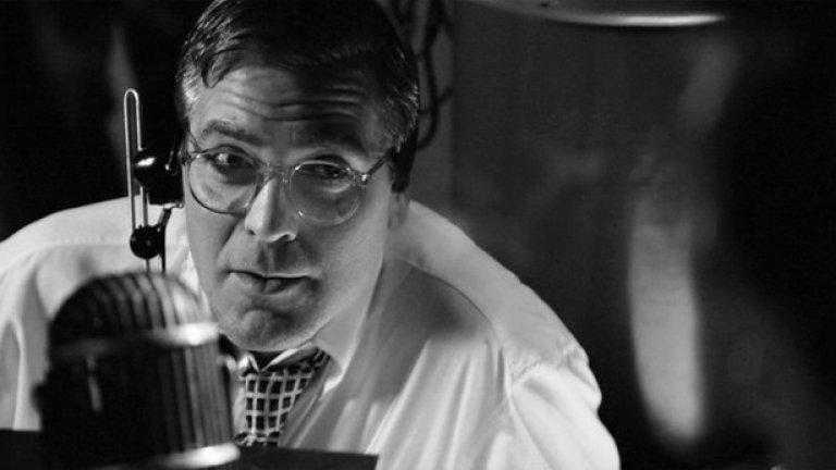 """Джордж Клуни - $120 000 за """"Лека нощ и късмет""""  Клуни е умен човек. Той е докарал почти до наука 'един филм за пари, един за кеф и кариера'. Срещу всеки носещ голям чек епизод от """"Бандата на Оушън"""" има по-малък, носещ награди филм като """"Сириана"""". $120 000 за сценарий, режисура и главна роля във филм е нищо за него, но срещу толкова той е приел да направи """"Лека нощ и късмет"""" - втория му режисьорски опит, за борбата на тв журналиста Едуард Мъроу срещу сенатора Джоузеф Маккарти. Филмът получи шест номинации за """"Оскар"""", две от които за Клуни. А после естествено направи поредно продължение на """"Бандата на Оушън"""" срещу заплащане от $15 млн."""