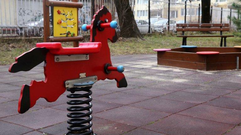 """Хубаво е да правиш деца, ама кой ще ги гледа. Защото когато дойдат """"Игрите на глада"""" на София - битката за места в детските градини, винаги има губещи."""