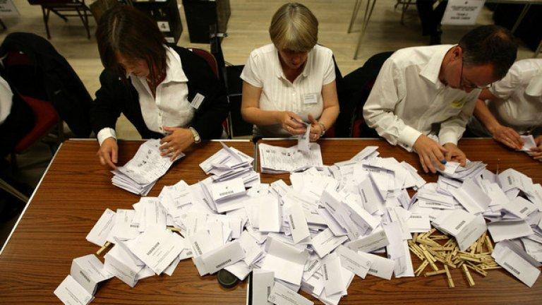 Броенето на резултатите се осъществява от 12 преброителни центъра в цялата страна, където постъпват целият вот на британските граждани. Професионална администрация от експерти, които си свършват работата в рамките на един ден. За нашите изборни баталии при броенето е даже неприятно да се споменава.