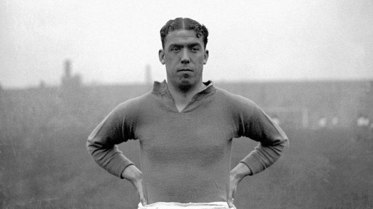 """Дикси Дийн, Евертън - 383 гола Край """"Гудисън парк"""" има статуя на Дикси Дийн. През 1928 г. бележи 85 гола в 60 мача."""