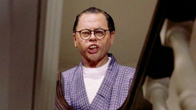 """2. Закуска в Тифани (1961) - Класиките отпреди няколко десетилетия са най-застрашени от гнева на бранителите на политкоректността заради някои наистина странни решения. Големият проблем със """"Закуска в Тифани"""" е, че бял актьор (Мики Руни) носи грим и изкуствени зъби, за да играе ужасно стереотипен японец. Днес нещо подобно би предизвикало истерия."""