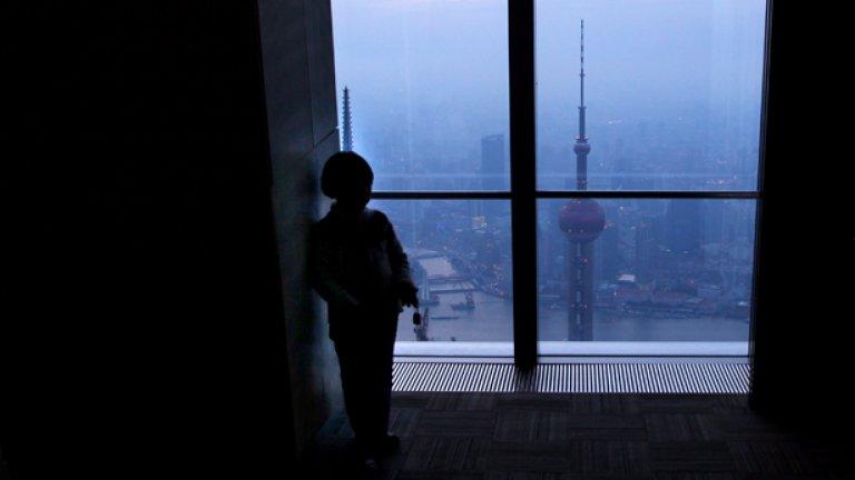 Китайското правителство е силно привързано към закона, който позволява само едно дете и постоянно го възхваляват