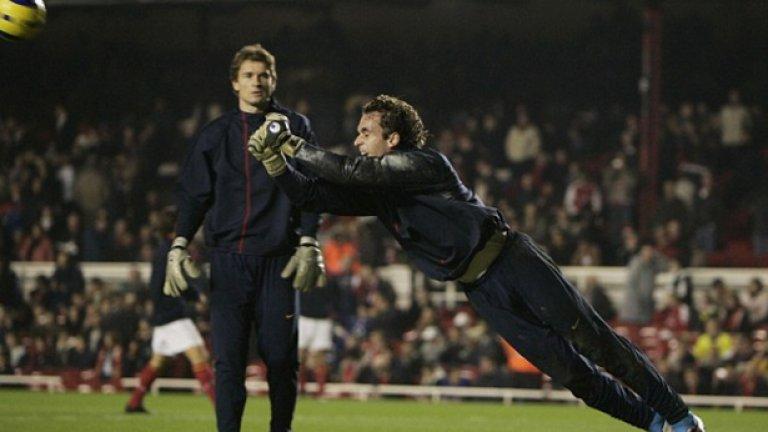 Йенс Леман и Мануел Алмуния, Арсенал След дълги разправии двамата най-накрая признаха, че вече не си говорят, дори и на тренировка. Испанецът измести Леман като титуляр и това даде начало на враждата им.