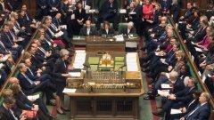 Великобритания се изправя пред неизвестното след гласуването на депутатите, а премиерът Тереза Мей - пред вот на недоверие.