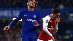 Маркос Алонсо се ядосва на поредната атака на Челси, която не завърши успешно. Нулевото равенство остави реванша отворен