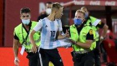 Майката на момчето, което нахлу на терена, за да се снима с Меси, трябва да плати 2000 евро глоба и сега моли Ла Лига за милост