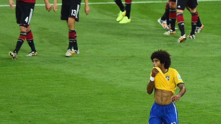 Бразилия - Германия 1:7 (Мондиал 2014)  Нищо по-различно от най-шокиращия резултат в историята на световните първенства. Бразилия имаше само една цел на домакинския Мондиал - световната титла. На полуфинала обаче Германия мина като валяк през амбициите на Селесао. Резултатът беше 5:0 още до 29-ата минута, а головете във вратата на Жулио Сезар падаха с все по-голяма лекота. Без контузената си звезда Неймар, бразилците нямаше как да реагират. Някак небрежно Андре Шюрле докара резултата до 7:0 след почивката, а почетният гол на Оскар не промени чувствително нещата. Бразилия потъна в сълзи, Германия окончателно се устреми към титлата.