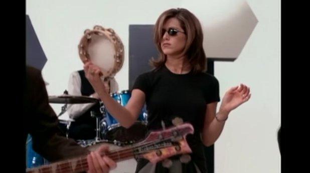 """5. Заглавната песен  е написана от Кауфман и Крейн  """"Приятели"""" е създаден във времето, когато телевизиите вече започват да се отказват от използването на песни, специално писани за заглавните надписи на сериалите.   Въпреки това Кауфман и Крейн искат сериалът им да има собствена песен. Първоначално се преговаря за използването на Shiny Happy People на R.E.M., но от NBC не смятат, че ще подхожда на шоуто.  Така Кауфман и Крейн написват текст на песен, като музиката е създадена от съпруга на Кауфман Майкъл Склоф. За изпълнител е избран поп-рок дуетът The Rembrandts. Песента получава името I'll Be There for You и в началния си вариант е с продължителност една минута.   Когато се вижда, че """"Приятели"""" е огромен хит, през пролетта на 1995 г. песента е преработена и е пусната под формата на сингъл, който стои начело на американския Топ 100 в продължение на осем седмици. Направен е и видеоклип, в който участват актьорите от сериала."""