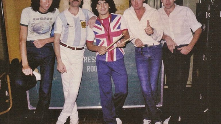 Легендарната снимка на Диего с бандата.