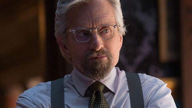"""Майкъл Дъглас  Отново актьор с две награди """"Оскар"""", а пет пъти е печелил и """"Златен глобус"""". Това, че е над 70, не го притеснява да влезе в групата на супергероите с """"Ант-мен"""" (2015 г.). Там Дъглас е Ханк Пим – учен, който е открил начин да се смалява до размерите на мравка и преди няколко десетилетия е използвал това умения за супергеройстване. В наши дни Пим става неволен ментор на Скот Ланг (Пол Ръд), който поема по неговите стъпки като новия Ант-Мен."""