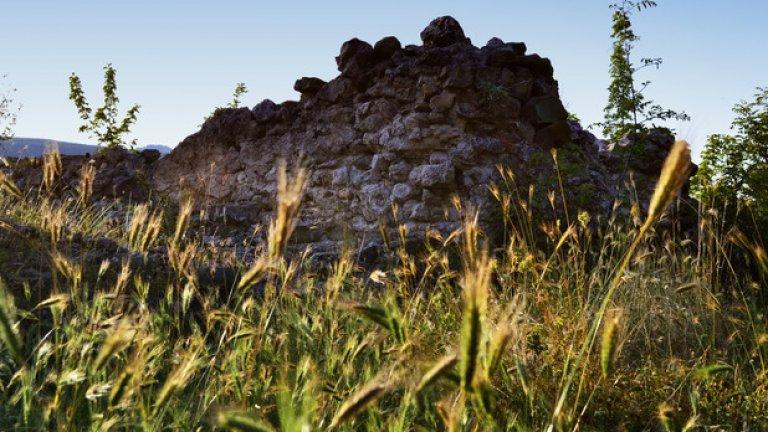 Голяма част от крепостните стени и кулите са запазени до днес, като височината им достига до над 3 метра.