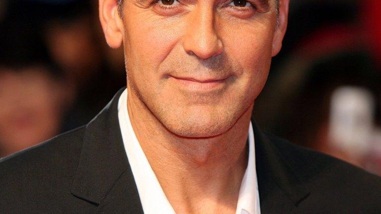 Джордж Клуни   Напоследък го гледаме повече в реклами на кафе, отколкото в пълнометражни хитове, но продължаваме да смятаме, че Клуни е супер сексапилен. Доктор Де Силва подкрепя това твърдение с факти - лицето на актьора дава 89,91 на сто според Златното сечение. За почти съвършени при него се смятат носа и формата на лицето.