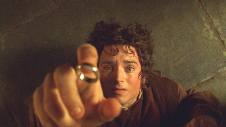 Lord of the Ring/ Властелинът на пръстените -  Питър Джаксън  Приказната трилогия по романа на Толкин грабна вниманието и сърцето както на най-малките си зрители, така и на възрастните.   Ярка картина, невероятно добър подбор на актьорите, забележителни костюми и красивите места, на които е снимана сагата, са само част от причините, поради които можем да изгледаме пак тази история за борбата със злото. Никой няма против още едно поредно пътешествие из Средната земя.