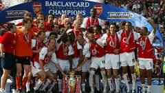 Последната титла за Арсенал бе през сезон 2003/04. Тогава в отбора играеха футболисти като Тиери Анри, Денис Бергкамп, Робер Пирес, Патрик Виейра, Ашли Коул и Сол Кембъл. Ще успее ли Венгер да сложи край на 12-годишната си суша в края на кампанията?