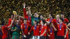 Испанският национален отбор празнува празнува първата си световна титла