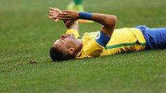 Неймар и останалите звезди на Бразилия се изложиха пред собствена публика, завършвайки 0:0 с ЮАР на старта на футболния турнир