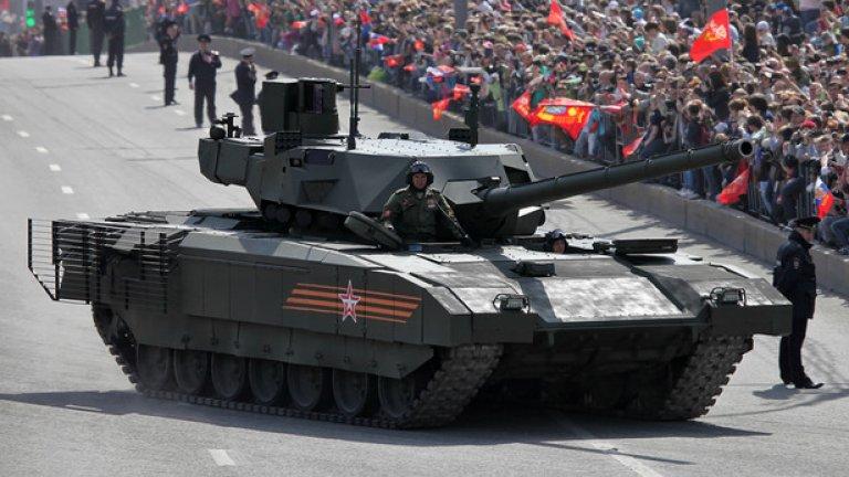 """Танкът """"Армата"""" бе представен, като практически завършен продукт и дори в руските медии се появиха съобщения, че към 2018-та ще се сглобяват по 500 танка годишно, а цялата поръчка ще е в обем от 2300 танка. Това, обаче е просто празничен PR от страна на Кремъл"""
