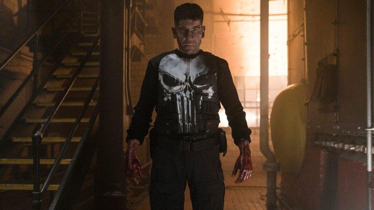 """Наказателят от The Punisher (""""Наказателят"""") Той е ветеран, който се връща от война само за да стане свидетел на това как семейството му е убито от престъпници. Във вариантите на историята детайлите леко се различават, но едно е общото - след травмиращото преживяване Франк Касъл, както е истинското му име, обявява война на престъпния свят и тръгва по стъпките на кървавото си отмъщение. Това му коства здравето му, но нито рани от куршуми, нито такива от нож, нито дори счупвания, могат да спрат Наказателя по пътя към следващата му жертва, която е лишена от правото на """"справедлив съдебен процес"""", а вместо това се сблъсква с последствията от действията си в неговите окървавени ръце."""