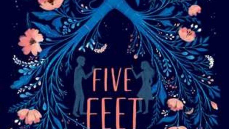 """""""На пет стъпки от теб""""  Романът """"На пет стъпки от теб"""" (Five Feet Apart) на Рейчъл Липинкот е най-добрата детско-юношеска книга тази година."""