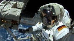 Десетки хора на Земята прекарват месеци, понякога дори година, в специално изградени затворени пространства, имитиращи живота в космоса.