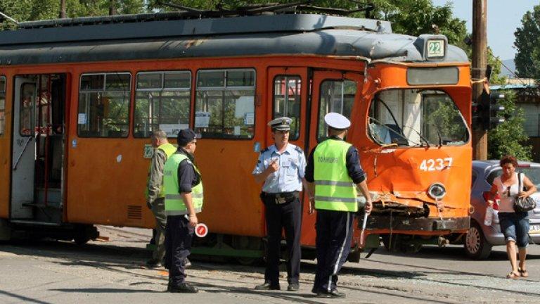 А у нас трамваите катастрофират дори понякога като са с ватман...