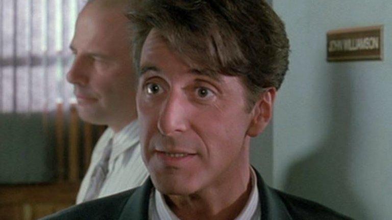 """""""Гленгъри Глен Рос"""" (1992) За мнозина """"Пътят на Карлито"""" е най-добрата роля на Пачино през 90-те години. Тя представя естествената еволюция на неговите бомбастични гангстерски герои от предишни десетилетия до персонаж, който е изморен от крайностите на епохата. Друга една роля обаче представа своеобразна ера в творческия път на актьора - """"Гленгъри Глен Рос"""". Тук той играе нервният, бързо говорещ търговец Рики Рома - циничен, егоистичен, със съмнителен морал, но все пак харизматичен. И макар Пачино в крайна сметка най-сетне да получава """"Оскар"""", но за роля в друг филм от същата година - """"Усещане за жена"""" (една от най-мейнстрийм ролите му), именно в """"Гленгъри Глен Рос"""" той прави запомняща се и пълнокръвен образ."""