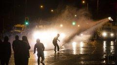 Нощ на насилие и водни оръдия в ирландската столица Белфаст