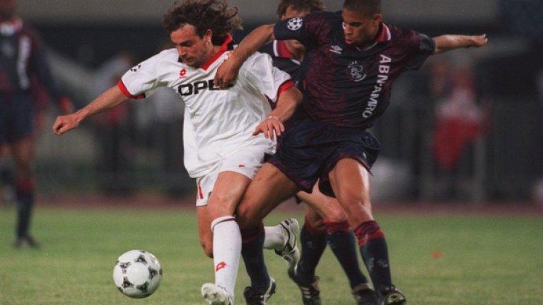 24. Марко Симоне (1989-2002, 75 гола в 260 мача)