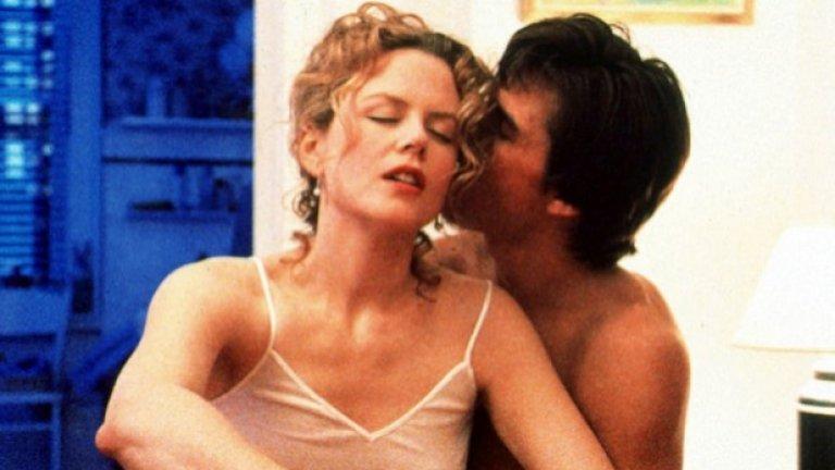 """Широко затворени очи   По времето, в което Никол Кидман и Том Круз снимат филма на Кубрик, те все още са щастливо женени и химията между тях е осезаема на екрана.   """"Широко затворени очи"""" не пести от откровени сцени и е трудно да се прецени коя от тях е най-запомняща се. И все пак кадрите, в които е включен секс-култът, са особено смразяващи, но и въздействащи."""