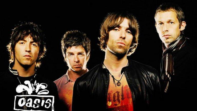 Oasis – Definitely Maybe (1994)  Blur срещу Oasis беше музикалната битка на бритпопа, която ще се помни с десетилетия, но що се отнася до дебютните албуми, манчестърската петица определено беше едни гърди напред. Вълнуващ, агресивен и зареден с рокендрол самочувствие и хитове като Live Forever и Supersonic, Definitely Maybe остава символ на 90-те – онова време, в което алтернативната музика побеждаваше всичко останало благодарение на явления като Oasis.  Лиъм Галахър, тогава 22-годишен, ръмжеше над пространствените и пронизващи китари и заедно с по-големия си брат Ноел се оформи като емблематичната рок звезда на десетилетието.