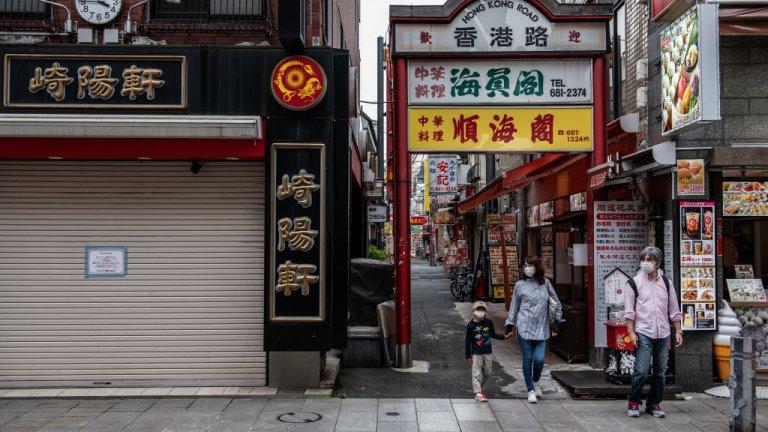 Осака   Японският град беше сред 10-те най0скъпи граадове и през март. Интересно наблюдение на експертите е, че заради пандемията се е променило потреблението на хората, освен цените в някои градове. Например повишили са се цените на електрониката, докато дрехите са поевтинели заради повечето хора, работещи от вкъщи.