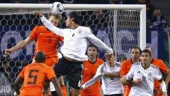 В края на миналата година Германия победи с 3:0 стария си враг Холандия, но контролите са едно, а Европейското съвсем друго