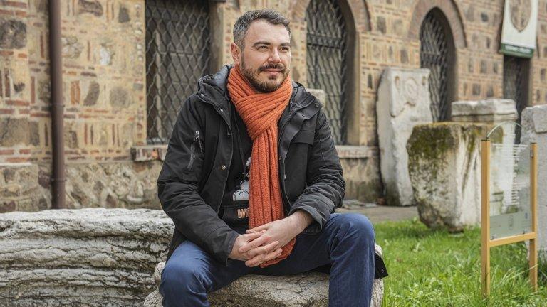 Роден е в съседна Румъния, приключенският му характер го отвежда из цяла Европа