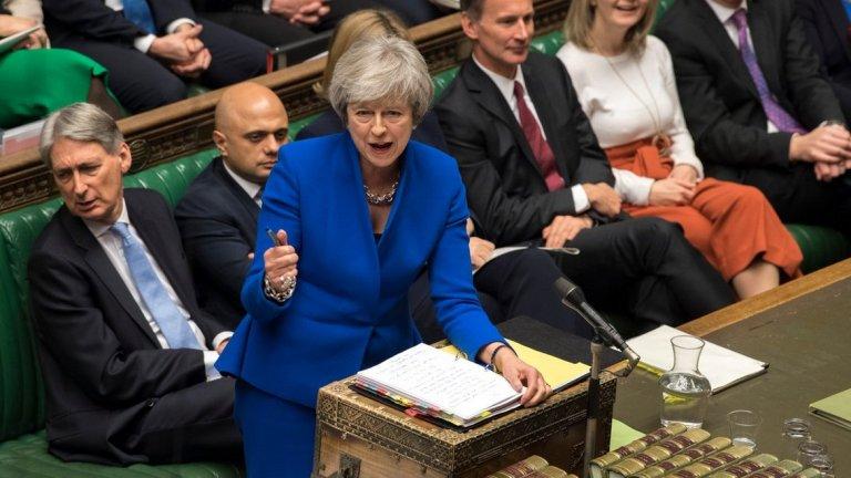 С 303 на 258 гласа депутатите в британския парламент бламираха стратегията на Мей за предоговаряне на сделката за Брекзит