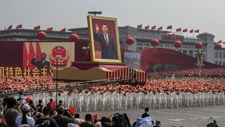 Докато Си Дзинпин показва сила, протвиниците му го наричат диктатор