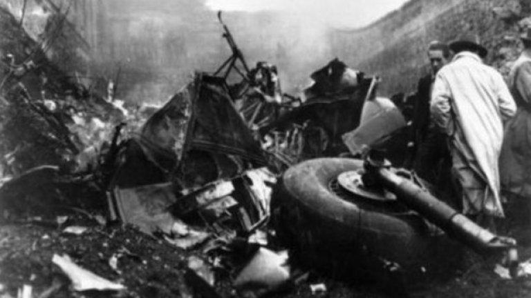 Дъ Стронгест, 26 септември 1969 г. (83 загинали, Douglas DC-6) Два дни по-рано Дъ Стронгест е поканен да участва в благотворителен мач в Санта Круз по случай местен празник. На 26 септември тимът трябва да се прибере у дома, но властите обявяват, че самолетът е изчезнал. В същия ден управлението на Боливия пада след военен преврат. По-късно се съобщава мястото на катастрофата. 16 футболисти на тима загиват при инцидента.