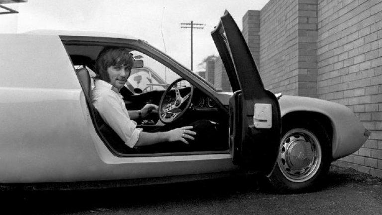 1 юли 1967 г. - На колела. Медиите продължават да преследват Бест, защото при него ваканцията между сезоните е не по-малко интересна от периода с мачовете.